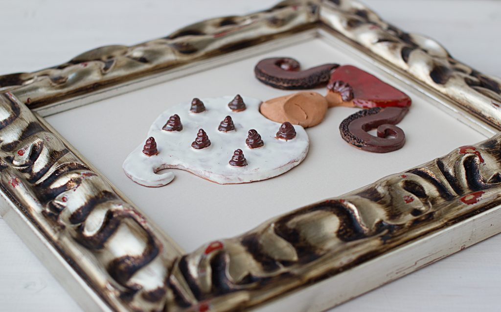 keramikinis paveikslas su mūza